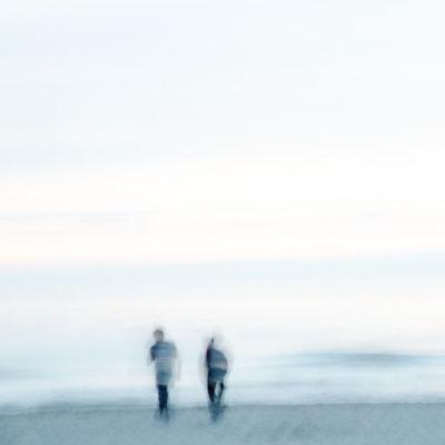 Herinneringsreportage legt de mooie herinneringen vast van mensen die de tijd doorbrengen op het strand.